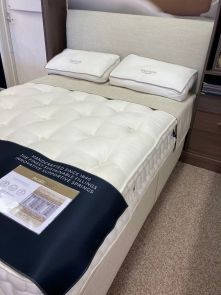 Harrison Spinks Pearl Divan Set